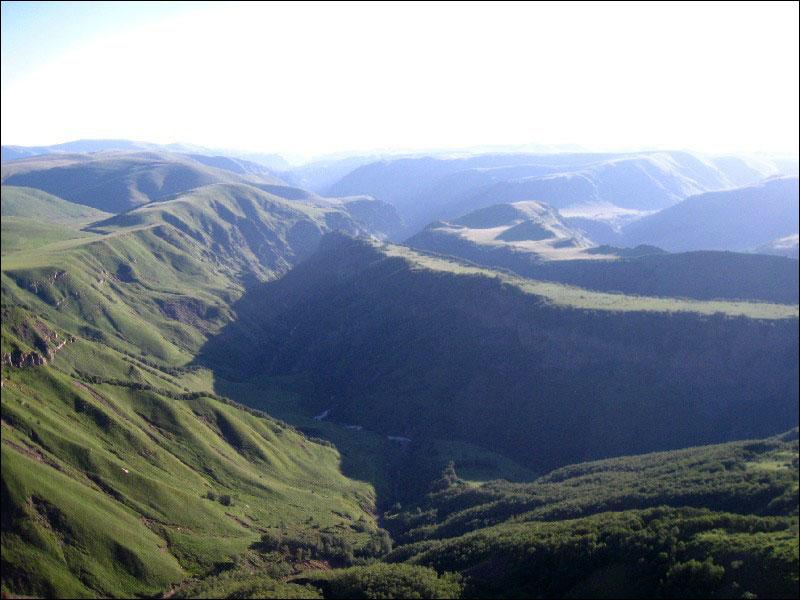 14. Внизу долина Малки