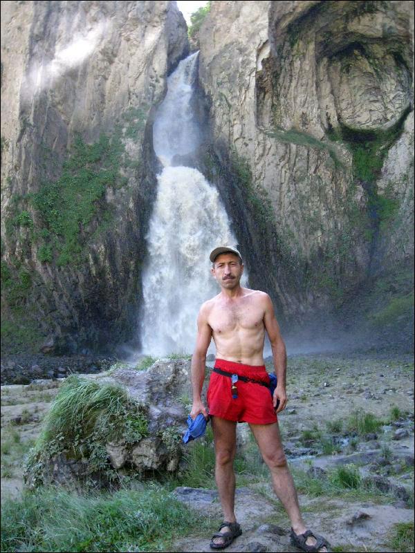 16. У водопада Султан
