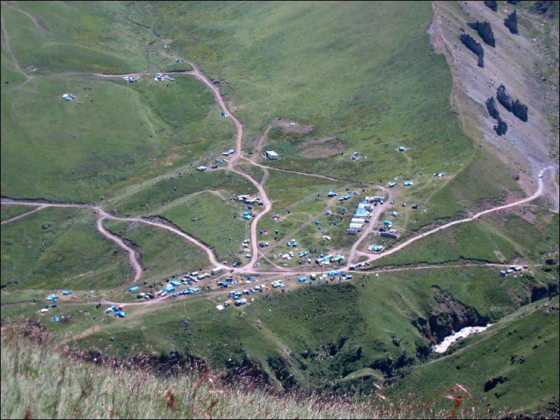 18. Вид со склона горы Сирх на лагерь на Балкарских Джилы-Су