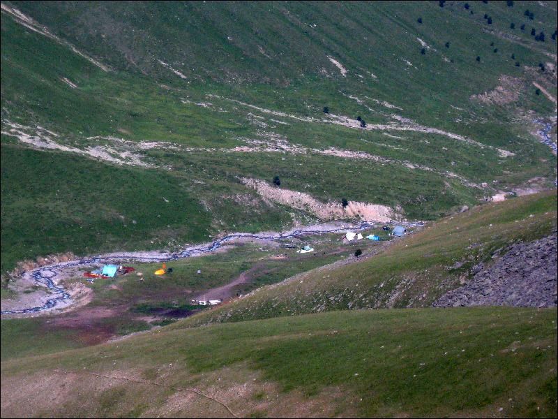 31. Вид на лагерь на Карачаевских Джилы-Су
