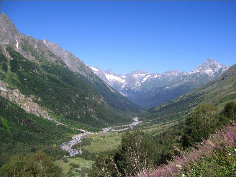 47. Долина реки Домбай-Ульген