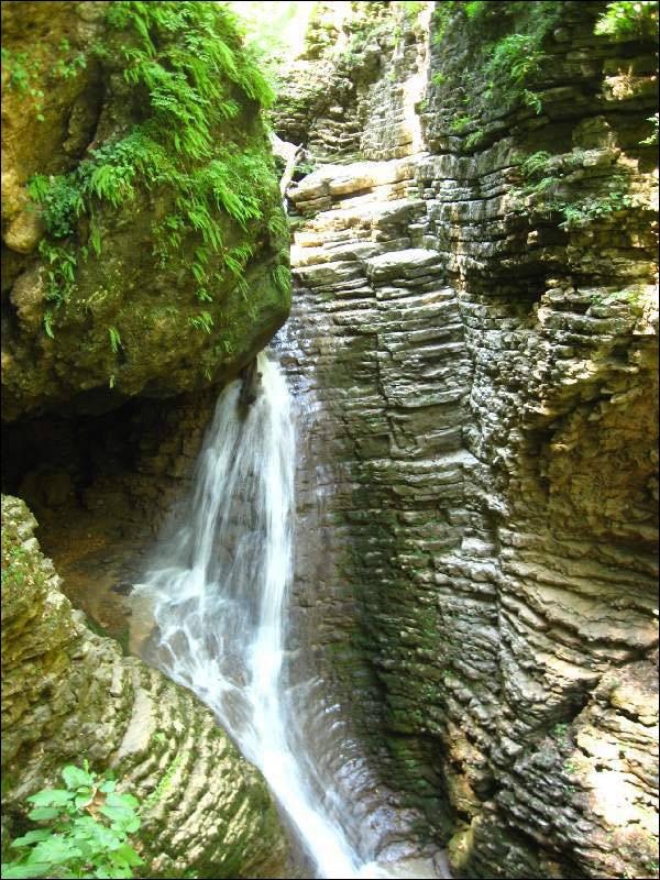 56-59. Водопады Руфабго